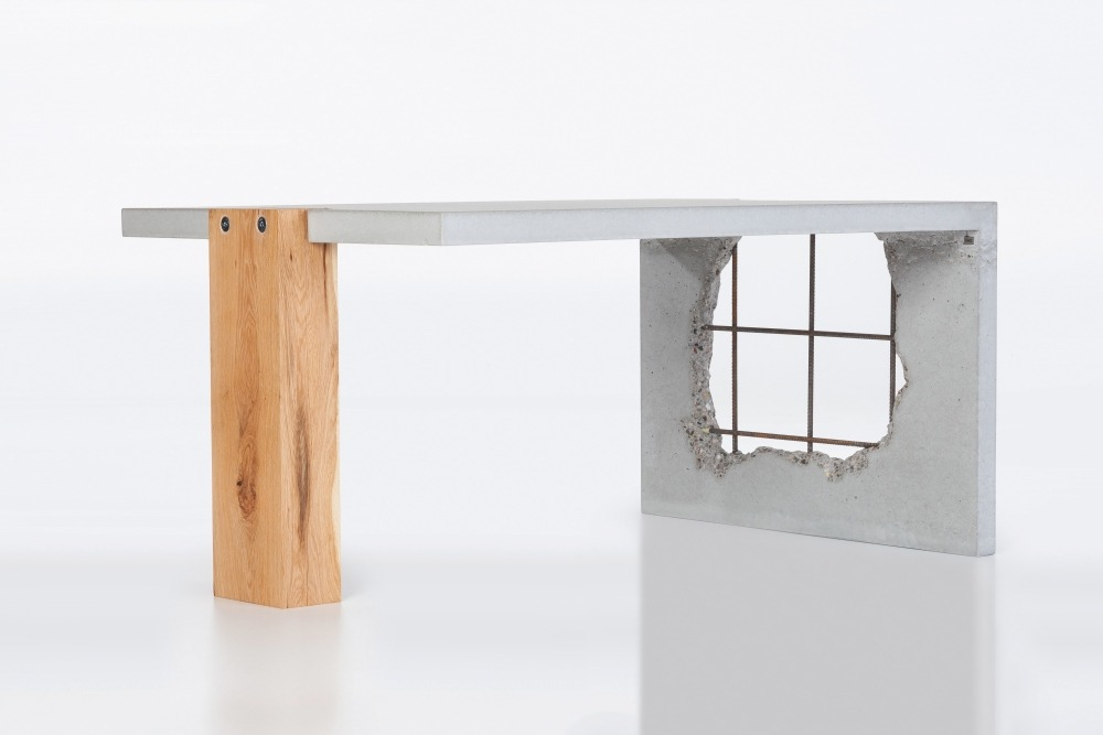 Betonový stolek crash svecbeton