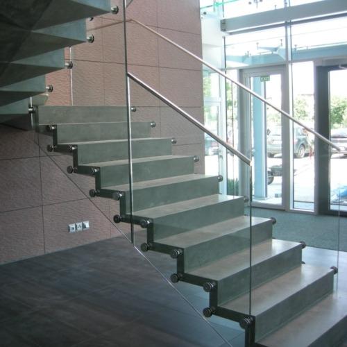 monolitické samonosné schodiště hnojník